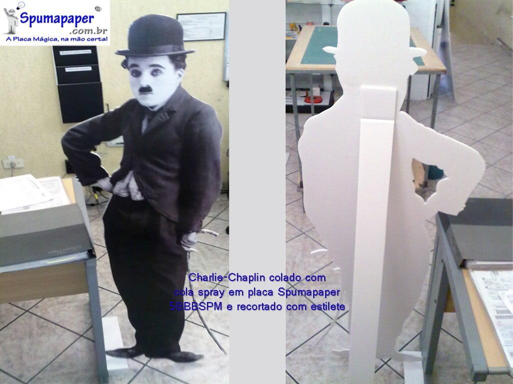 Charlie Chaplin colado e recortado na placa Spumapaper 5BBBSPM